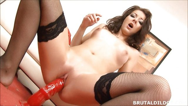 Amateur brunette in fishnets cums on two brutal dildos