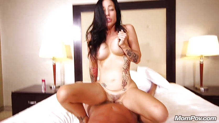 Cheating petite tatoo MILF gets creampie