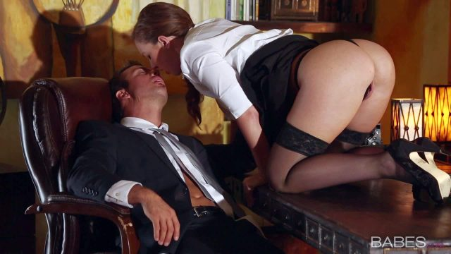 Maddy Oreilly does her bets to turn on her boss