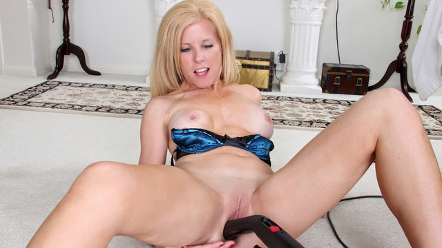 Mature housewife uses an