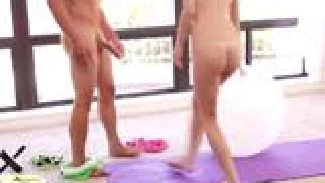 Naive nude petite girl kneels down for better blowjob training
