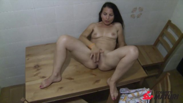 Scambisti Maturi – Hot solo show with squirting Italian