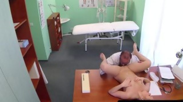 Smalltitted patient jerking off doctor after oral pleased