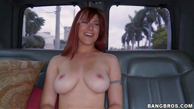 Alessa Snow is a lovely amateur redhead with charming smile