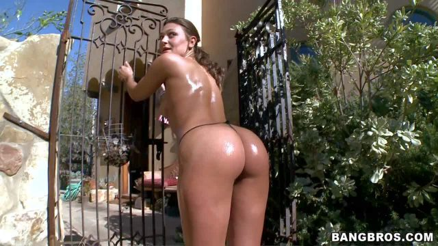 Pretty brunette amateur Olivia Wilder with ponytail and nice natural