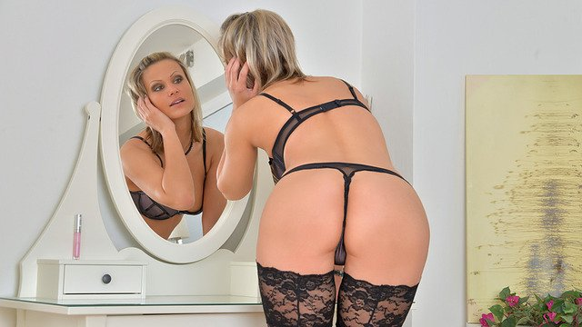 Tall blonde milf shows