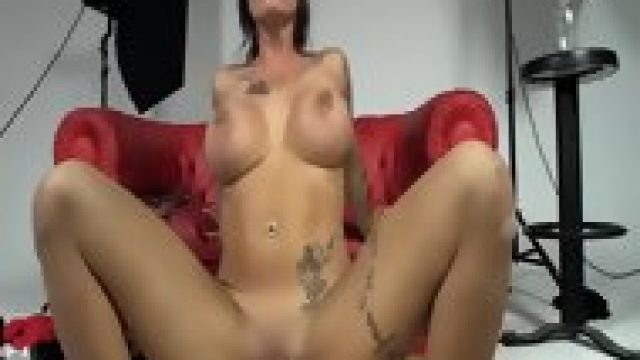 LAS FOLLADORAS – Spanish MILF Pornstar Picks Up Amateur For A Threesome