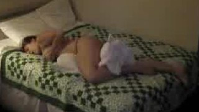 She pillow humps on hiddencam