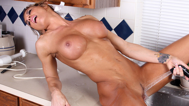 Tight bodied housewife