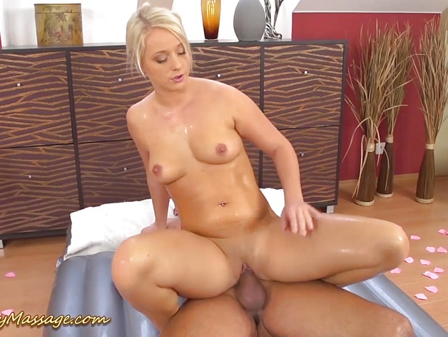 Big ass babe gives oily massage