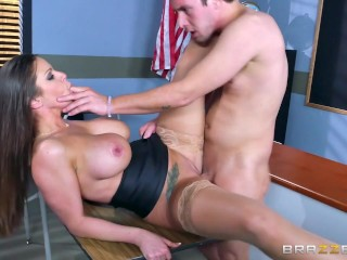 Brazzers – Sexy milf Brooklyn Chase teaches her student