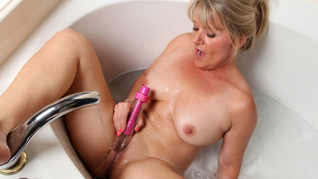 Dripping wet cougar fucks