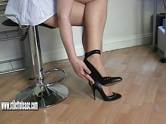 Kinky nurse in sexy heels gives sexy shoe fetish therapy