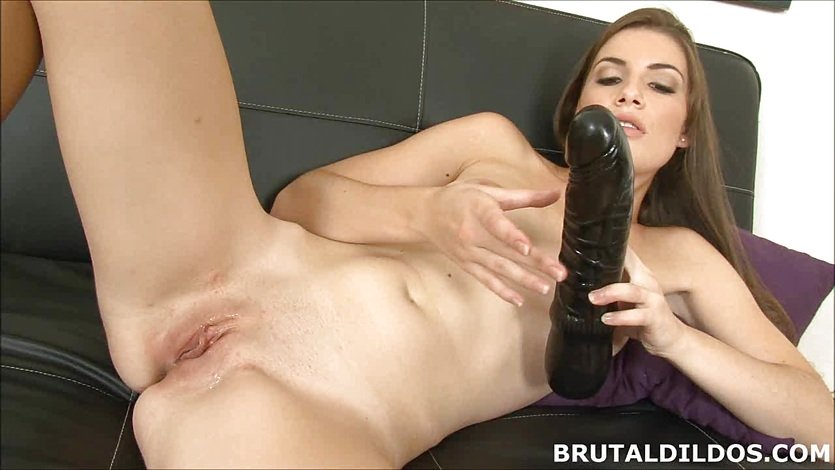 Amateur brunette Ennie moans and fucks big black dildo