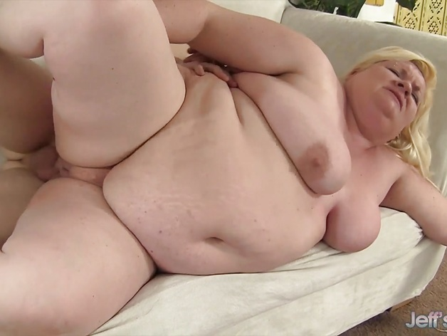 Chubby woman sucks dick and gets a doggystyle fuck