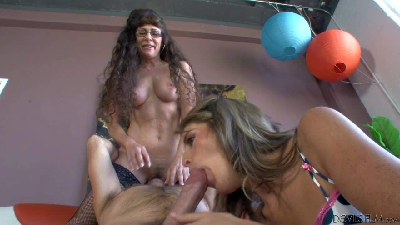 Alexandra Silk and Kara Price are the cock suckers