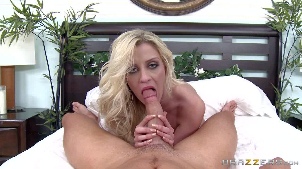 Busty blonde bombshell has memorable oral session